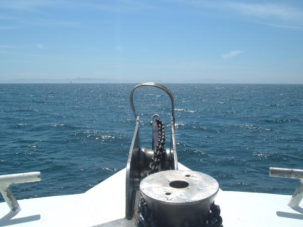 How to anchor a boat in wind
